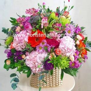 Bello ramo flores exóticas surtidas