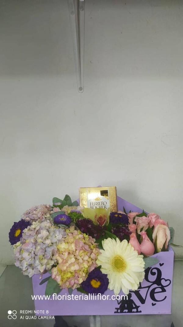 Ramo exótico flores surtidas más Ferrero