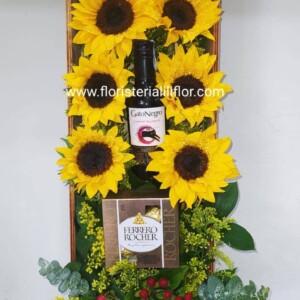 Ramo caja larga de girasoles vino y estuche de Ferrero