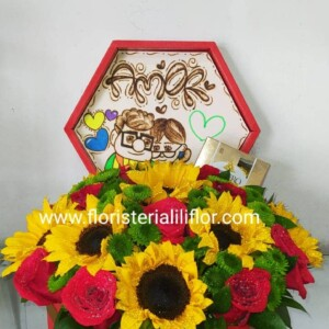 Caja octagonal decorada con rosas girasoles y chocolate Ferrero